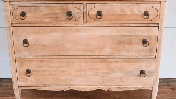 Cabinet made with solid wood