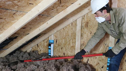 Rake method - loose-fill insulation by hand