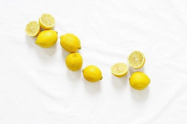 Citric acid in lemons can remove rust in garden tools