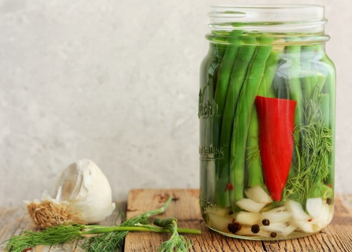 Fermented green beans with dill